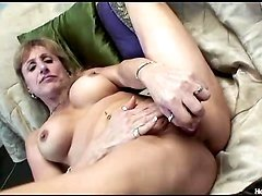 Shaena the mature babe gets her ass pounded hard on the couch