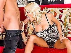 Cheating Hot Stepmom Bangs Bruce For Breakfast