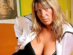 Big titted mature Tracy gets herself wet