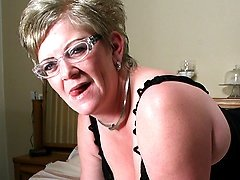 Mature Natalie loves to get wet on her bed