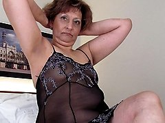 Mature slut soaking in front of the camera