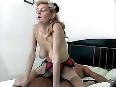 Horny mature slut likes to cockride
