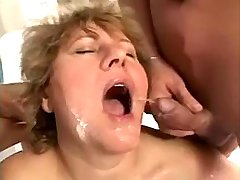 Mature gets cum and piss after double penetration