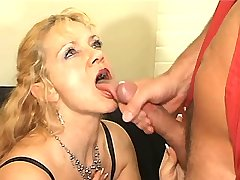 Blonde elder mature has hard fuck and gets cumshot