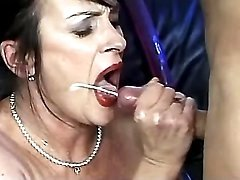 Shabby granny gets cumload in mouth
